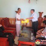 Các đồng chí lãnh đạo huyện Đô Lương thăm, tặng quà các gia đình thương binh, liệt sỹ