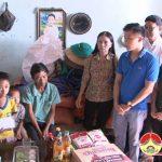 Đô Lương tặng  50 triệu đồng cho các em học sinh có hoàn cảnh khó khăn