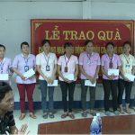 LĐLĐ huyện Đô Lương tặng quà cho các đối tượng chính sách