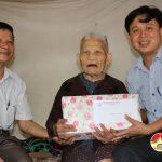 Trường Trung cấp nghề Kinh tế – Kỹ thuật thăm và tặng quà mẹ Việt Nam anh hùng