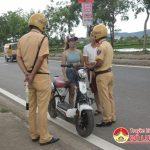 Công an huyện Đô Lương tăng cường xử lý xe máy điện chưa đăng ký