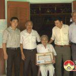 Đảng bộ xã Đông Sơn đã tổ chức Lễ trao tặng Huy hiệu Đảng