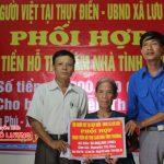 Hội người Việt Nam tại Thụy Điển trao nhà tình thương