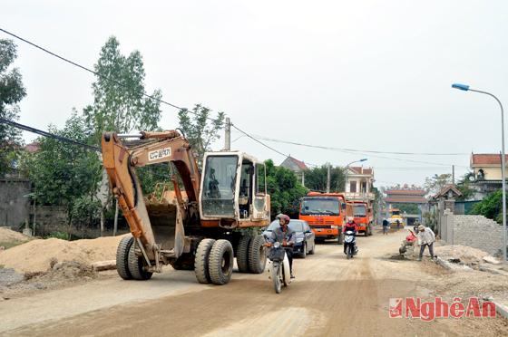 Thi công dự án nâng cấp đường giao thông từ Quốc lộ 1A nối với đê biển Bãi Ngang - Quỳnh Lưu.