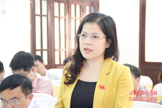 Đồng chí Nguyễn Thị Kim Chi - Giám đốc Sở Giáo dục và Đào tạo cho rằng, về vấnđề tăng thu học phí phụ thuộc vào các yếu tố như ngân sách dành cho giáo dục, tình hình kinh tế xã hội và công tác xã hội hóa giáo dục.