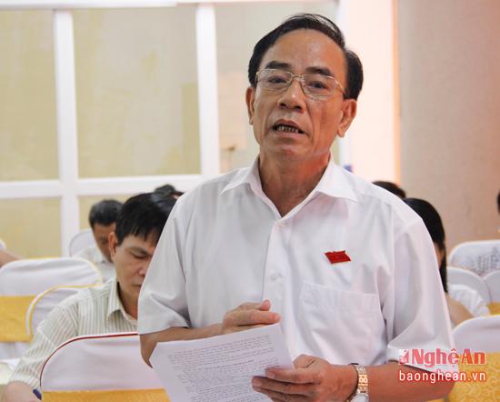 Đại biểu Trần Văn Hường băn khoăn về tình trạng chạy trường, chạy lớp ở các cấp học vẫn diễn ra trước mỗi năm học mới gây nên nhiều hệ lụy.