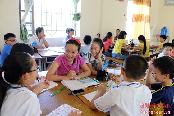 Một giờ học ở trường THCS thị trấn Cầu Giát (Quỳnh Lưu).