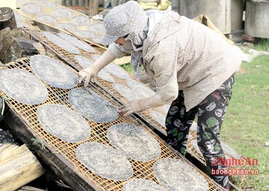 phát triển tổ hợp tác làng nghề bánh đa kẹo lạc của hội phụ nữ thị trấn mỗi năm cho thu nhập hàng trăm triệu đồng (2)