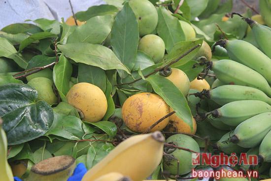 4.Quả thị thơm – thức quả đặc trưng cho mùa thu, mỗi năm thường chỉ có quả chín từ tháng 7 đến tháng 8 âm lịch.