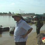 Đồng chí Bí thư Huyện ủy kiểm tra sạt lở ở xã Đặng Sơn