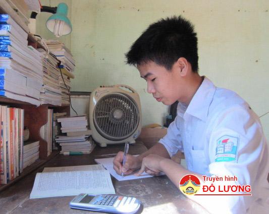 6 học sinh Đô Lương đạt điểm xét tuyển đại học cao được tuyên dương
