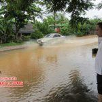 Quốc lộ 46 qua địa phận xóm 7, xã Đà Sơn, huyện Đô Lương bị ngập úng
