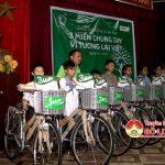 Quỹ bảo trợ trẻ em tỉnh và cty UNIBEN trao xe đạp và học bổng cho học sinh nghèo 3 huyện Đô Lương, Anh Sơn, Tân Kì.