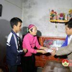 Trường THPT Đô Lương I: Trao tiền hỗ trợ em Trần Quốc Huy