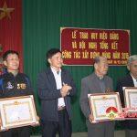 Đảng bộ xã Lưu Sơn tổ chức lễ trao huy hiệu Đảng cho các đảng viên