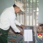 Hội nạn nhân chất độc da cam huyện tặng máy tính cho anh Nguyễn Kim Sửu