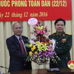 Lãnh đạo huyện Đô Lương tổ chức thăm, tặng quà các đơn vị quân đội.