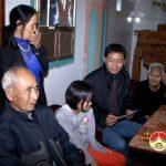 Trường THCS Đội cung thăm tặng quà học sinh bị bệnh hiểm nghèo.