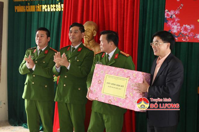 Dc-Thong-tang-qua4