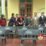 Đồng chí Trương Hồng Phúc – Bí thư huyện ủy tặng quà tết trường mầm non xã Mỹ Sơn