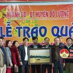 Công đoàn Phòng GD&ĐT Đô Lương tặng quà cho các nhà trường và CB giáo viên khó khăn