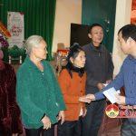 Các cơ quan đơn vị tổ chức thăm tặng quà các hộ nghèo ở 3 xã Lam Sơn, Ngọc Sơn và Giang Sơn Đông