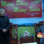Các vị chức sắc và dòng tu miến thánh ở giáo xứ chúc tết cơ quan Huyện ủy, UBND huyện, Công an huyện nhân dịp tết nguyên đán Đinh Dậu 2017