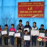 Đài Truyền thanh – Truyền hình Đô Lương phối hợp với hội khuyến học trao quà cho trẻ em có hoàn cảnh đặc biệt khó khăn