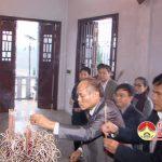 Các đồng chí lãnh đạo huyện Đô Lương dâng hoa dâng hương tại nghĩa trang liệt sỹ huyện.