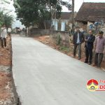 Đồng chí Trương Hồng Phúc – Bí thư huyện ủy kiểm tra tiến độ XD NTM tại xã Đông Sơn.