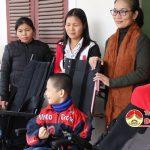 Hội chữ thập đỏ huyện Đô Lương trao xe lăn cho các đối tượng bị tật