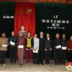 Các đơn vị tổ chức thăm tặng quà các hộ nghèo tại xã Bài Sơn.