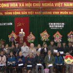 Cơ quan UBND huyện tặng quà tết xã Mỹ Sơn.