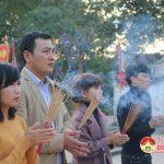 Đô Lương hàng trăm người dân đến đền Quả Sơn dâng lễ cầu may.