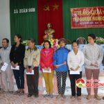 Các công ty tặng quà hộ nghèo xã Xuân Sơn