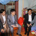 Các đồng chí lãnh đạo huyện thăm, tặng quà chúc tết các bậc cán bộ  tiền khởi nghĩa.