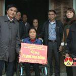 Hội khuyết tật và trẻ mồ côi huyện Đô Lương tặng 30 triệu đồng cho các gia đình có hoàn cảnh khó khăn.