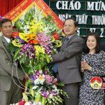 Đồng chí Lê Minh Thông – UVBTV – Phó chủ tịch UBND tỉnh thăm, tặng quà các đơn vị y tế trên địa bàn huyện Đô Lương