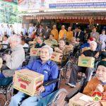 Hội phật tử Hoa Từ Bi trao 39 xe lăn trao cho người khuyết tật