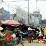 Nhiều hộ buôn bán, kinh doanh hàng hóa gây ảnh hưởng TTATGT.