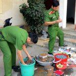 Công an Đô Lương tổ chức tiêu hủy pháo