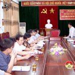 Đoàn kiểm tra liên ngành sở y tế làm việc với huyện Đô Lương về công tác quản lí hành nghề y dược tư nhân.