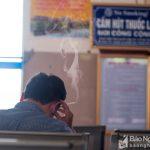 Hút thuốc lá nơi công cộng: Phạt ai, ai phạt?