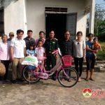 BCH quân sự huyện Đô Lương tặng quà học sinh nghèo xã Đại Sơn và Trù Sơn