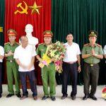 Lãnh đạo huyện Đô Lương trao thưởng Công an huyện