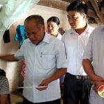 Đồng chí Trương Hồng Phúc – Bí thư huyện ủy thăm, tặng quà gia đình chị Nguyễn Thị Sửu có hoàn cảnh đặc biệt khó khăn