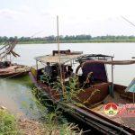 Đô Lương bắt giữ 2 tàu hút cát, sạn trái phép.
