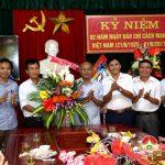 Lãnh đạo huyện chúc mừng đài Truyền thanh – Truyền hình