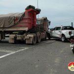 Xe tải đâm xe con trên quốc lộ 7