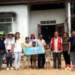 Chương trình Tâm sáng vươn xa trao tặng 20 triệu đồng cho gia đình chị Lê Thị Nga ở xã Nam Sơn.